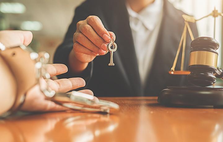 Адвокат добился домашнего ареста для обвиняемого в особо тяжком преступлении, а потом и отмены этой меры
