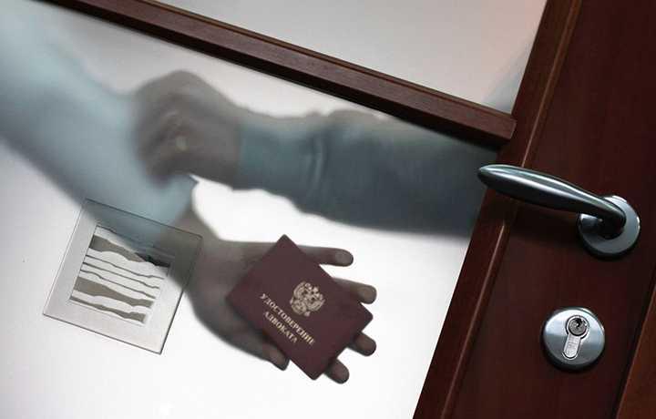 Адвокат по соглашению пресек попытку следователя привлечь к участию в деле защитника по назначению