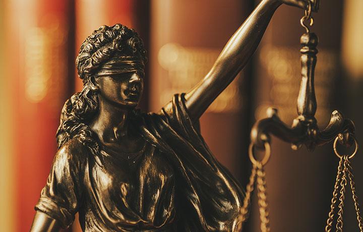 Адвокаты добились оправдания присяжными коллеги, обвинявшегося в приготовлении к убийству