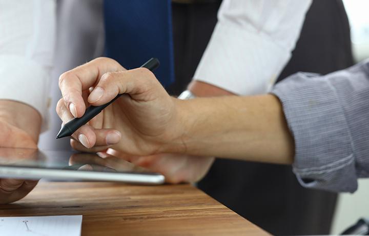 Через Госуслуги можно будет заключать ряд сделок с помощью неквалифицированной электронной подписи