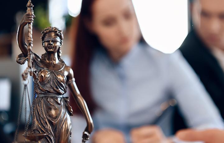 Дознаватель не смог убедить суд в необходимости допроса адвоката по делу его доверителя