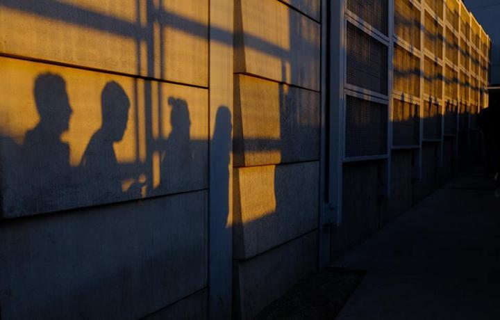 ЕСПЧ: депортация иностранца после его освобождения из колонии не должна нарушать семейные ценности
